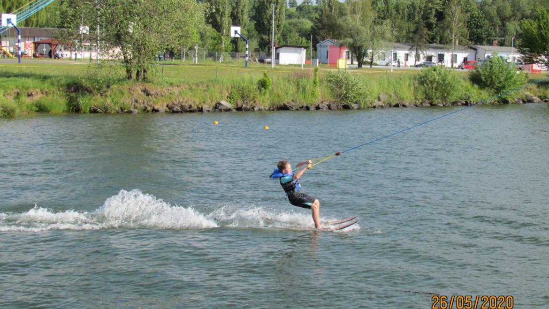 Lyžujeme !!! 27. května na vodních lyžích !!!
